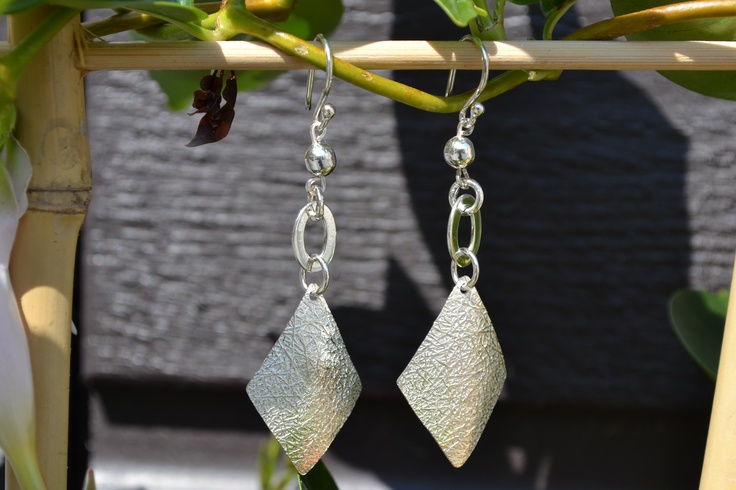 Handgemaakte zilveren oorbellen, exclusieve model, allen 1 van deze oorbellen te bestellen