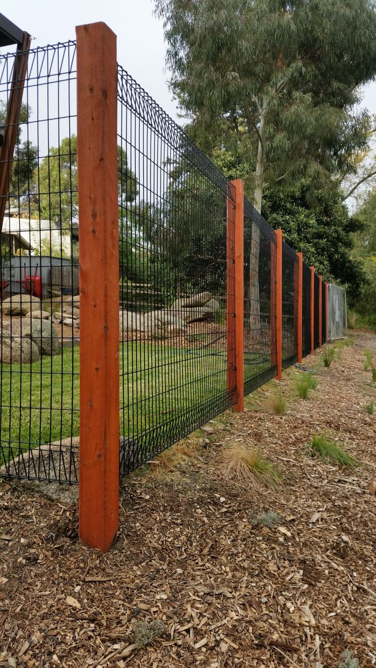 Roll top fence with wooden posts