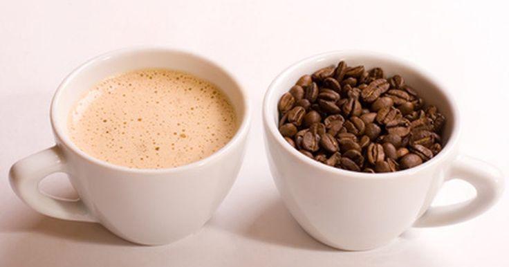 """Como Utilizar una Máquina de Café Exprés y Capuchino. Las máquinas de café """"Espresso"""" (exprés) y """"Cappuccino"""" (capuchino) son automáticas en estos días, pero todavía requieren de uno cierta habilidad para hacerlas funcionar, aunque sólo sea para descifrar las instrucciones. La clave para hacer una buena taza de café con una máquina es usar ingredientes de la mejor calidad, incluyendo el agua ..."""