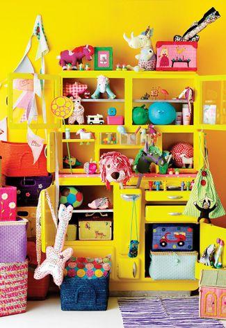 Kleurrijke speelgoedkast voor de #kinderkamer | Colorful closet in the #kidsroom for toys