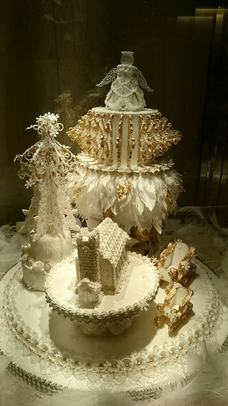 Cake Art Exhibit : 1000+ images about Lambeth Style Cakes on Pinterest ...