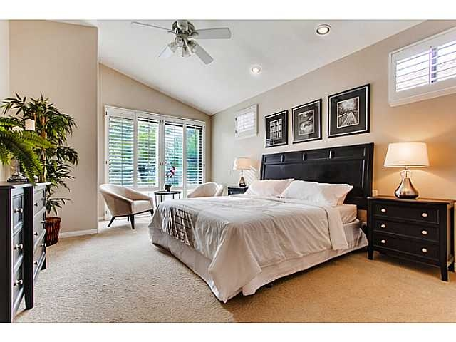 Like the 3 pics above the bed master bedroom decorating for Amazing master bedroom ideas