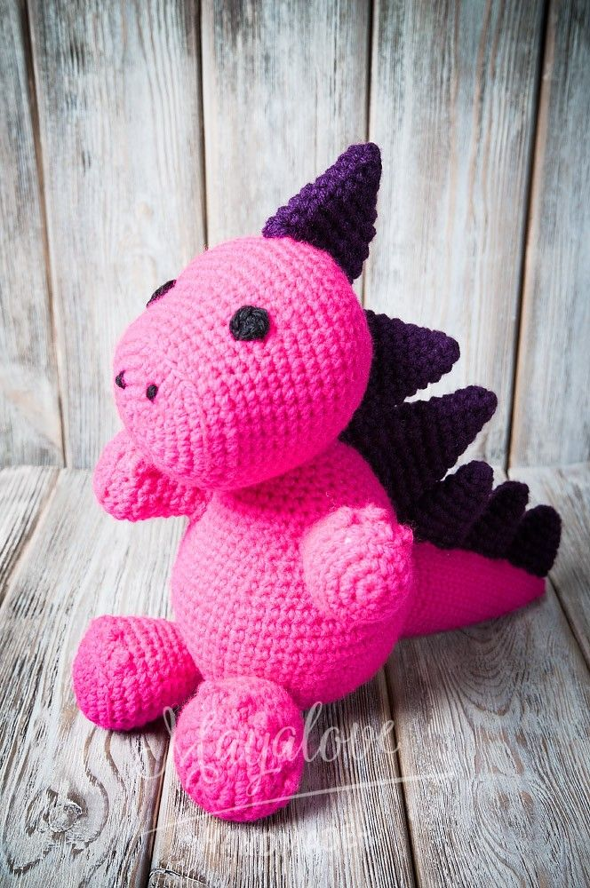 Crocheted toys are a perfect alternative for standard toys. The dragon is one of the proposals crochet toys for children.