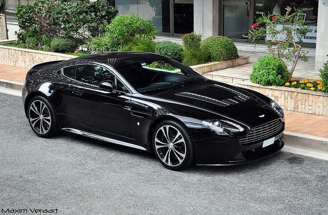 Aston Martin V12 Vantage Carbon Black Edition by Maxim Veraart