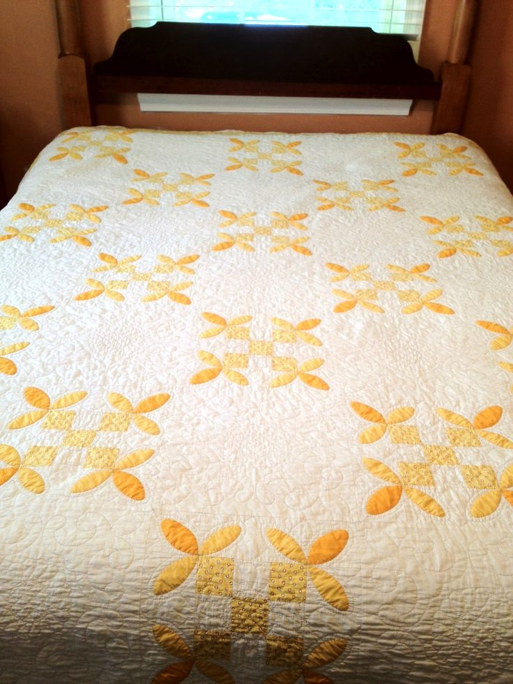 Honey Bee Block, finished quilt, in yellows and golds