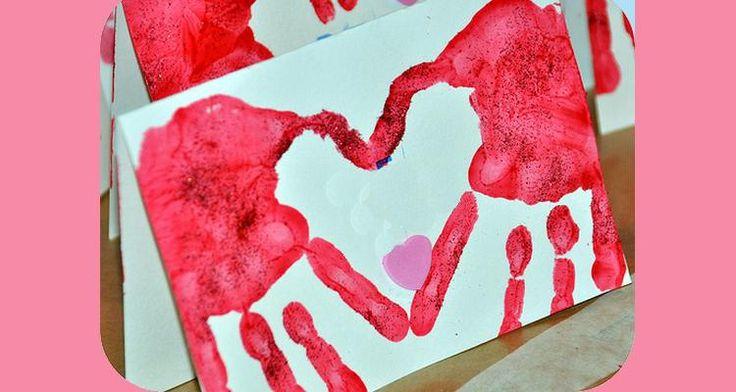 We gaan met behulp van onze handafdrukken een geweldig leuke kaart maken. Je handafdrukken maken namelijk de vorm van een hartje. #valentijn