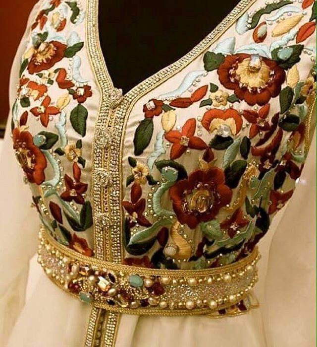 #broderie #caftan #takchita #moderne #couture #magnifique #traditional #femme #maroc #fes #abonnés #suivre #stars #beautiful #rouge #tagforlike #rouge #beauty #soirée #طرز #تنبات #خياطة #حفلات #مناسبات #قفطان #نساء #مغرب #متابعة #لباس_تقليدي