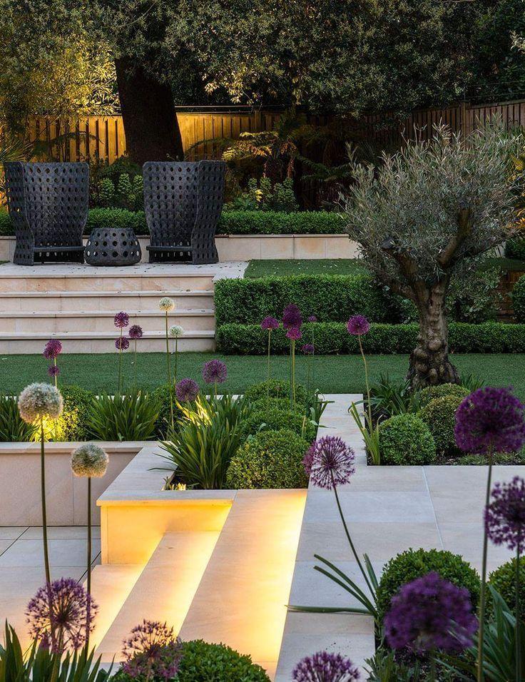 Beautiful Modern Landscape With Purple Accents Accent Landscape Moderne Landschaftsgestaltung Garten Und Outdoor Gartendesign Ideen