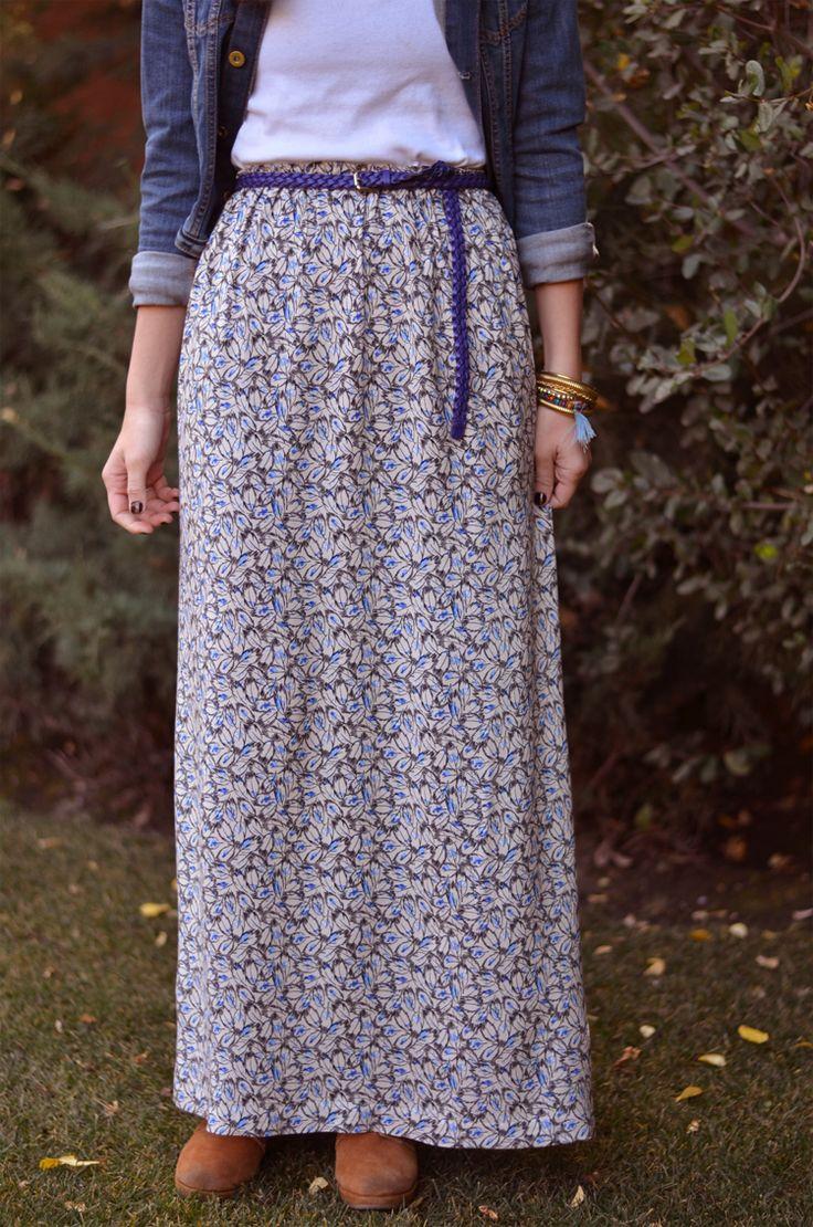 Tengo muchos mini proyectos pendientes, y hacer una maxi falda o pollera larga era uno de ellos.  Este es un DIY taaaan fácil que no lo ...
