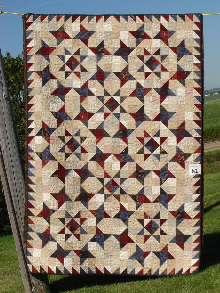 Unknown pattern, Photo taken at outdoor quilt show near Calgary, July 2006