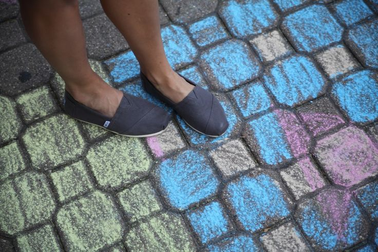 Going Sockless? Keep Shoes From Smelling With 9 Tricks