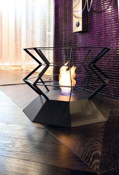 SPYRO Braciere da esterno ed interno realizzato in metallo taglio laser. Braciere di memoria che realizza il desiderio di vedere il fuoco vivo per ricordarne l'uso primordiale.