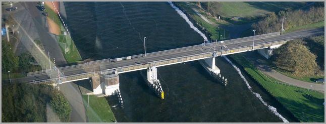 Brug bij Spannenburg over het Prinses Margrietkanaal. Onder de brug hebben mijn broer en ik veel gevist toen we op de lagere school zaten.