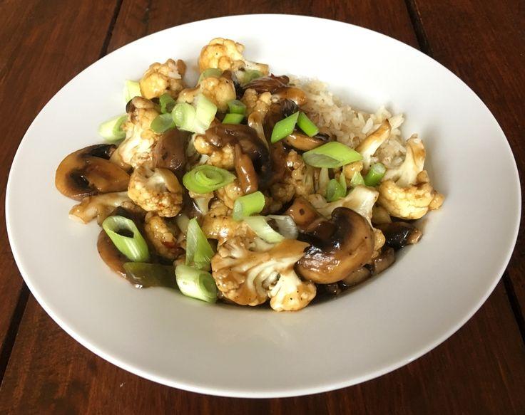 Deze heerlijke Roerbak van bloemkool en champignons voor 1 persoon kost slechts € 1,10 per persoon. Ook een prima manier om restjes op te maken.