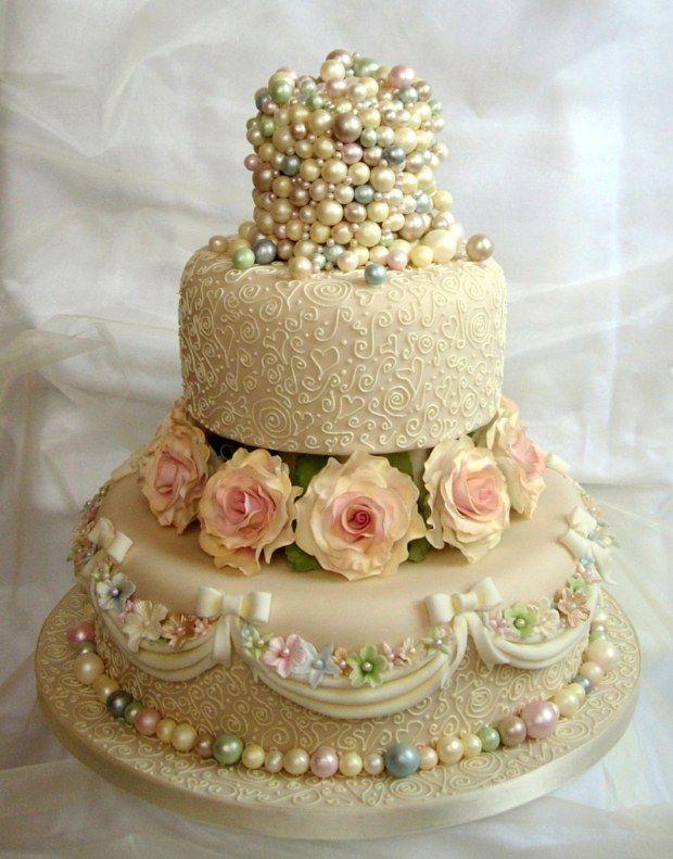 vintage Hochzeit feiern Perlen Rosen verziert