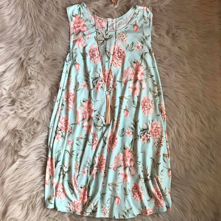 Happy Friday Eve shoppers! 😍 #dress #ootd #fashion #clothing #shoppingonline #boutique #summer #clothes #flowers #friday #weekend #onlineboutique