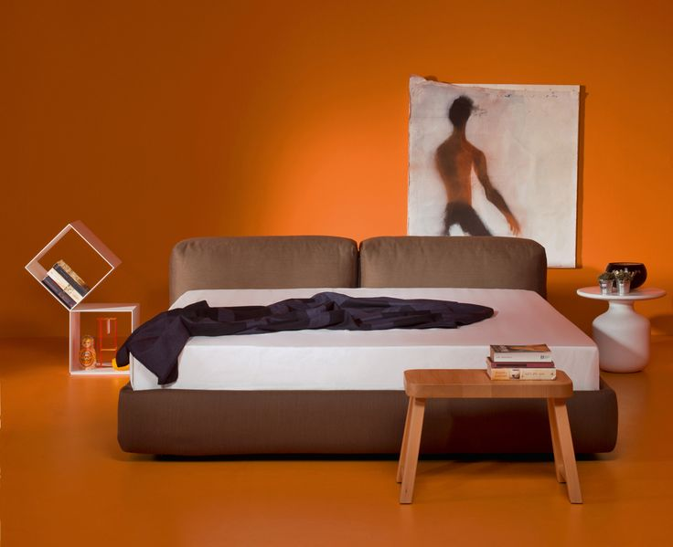 SUPEROBLONG BED by Jasper Morrison. Discover the collection of design beds on Cappellini website.