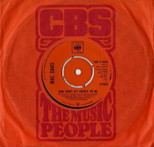 "Mac Davis Baby Don't Get Hooked On Me 7"" vinyl single (7 inch record) UK VI507BA555205"