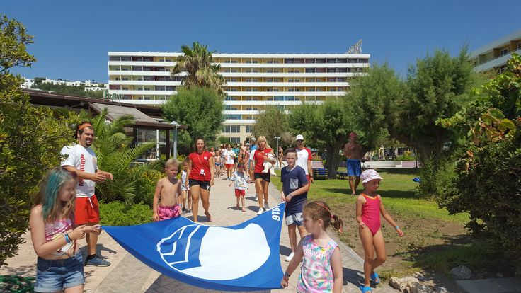 For another year our beach has been awarded with the Blue Flag ,a certification that shows that a beach meets the high standards ( regarding water quality, safety, environmental education and provision of services) of the Foundation for Environmental Education. Our guests helped us raise the 2016 flag in our beach!