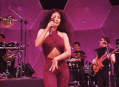 Ser una chica con curvas orgullosa de su cuerpo | 13 Veces en las que Selena lo hizo antes que cualquiera