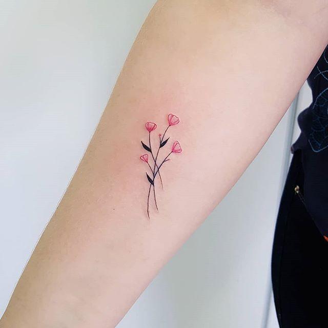 Tatuagem de mãe filhas obrigada meninas!!!#tattoo #tattoos #tatuagem #tatuagens #familia #heart #coração #fineline #mãeefilhas #cute #watercolortattoo #aquarela #minimal #love #tatuagenspequenas #tguest #tatuagemideal #idea #ink #inkedgirls #inked #tatuagemdelicada #fofa #minimal #minitattoo #flower