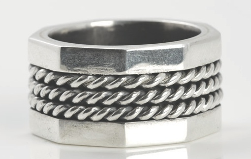 Contemporary, robust and modern - this is our Miglio Man ring collection. R170