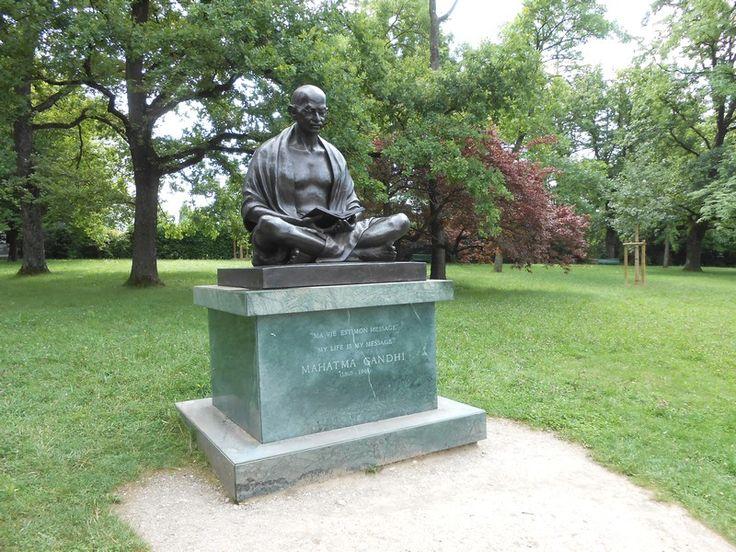 Gen ve statue de ghandi dans le jardin de l 39 onu suisse for Le jardin geneve