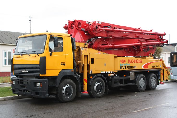 MAZ 5440 concrete pumper trck