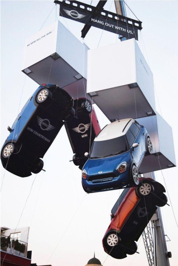Автопроизводитель MINI отличился яркой рекламной инсталляцией в Москве