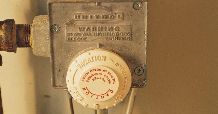 Cómo encender un calentador de gas Rheem . Rheem ha construido la reputación de tener algunos de los mejores calentadores de agua a gas durables. Ha construido los calentadores de modo que la llama no se apaga fácilmente al proporcionar la filtración de aire justa para tener menos obstrucciones de suciedad o pelusa. Los tanques más pequeños tienen capacidad para 40 galones (3.8 litros) de ...