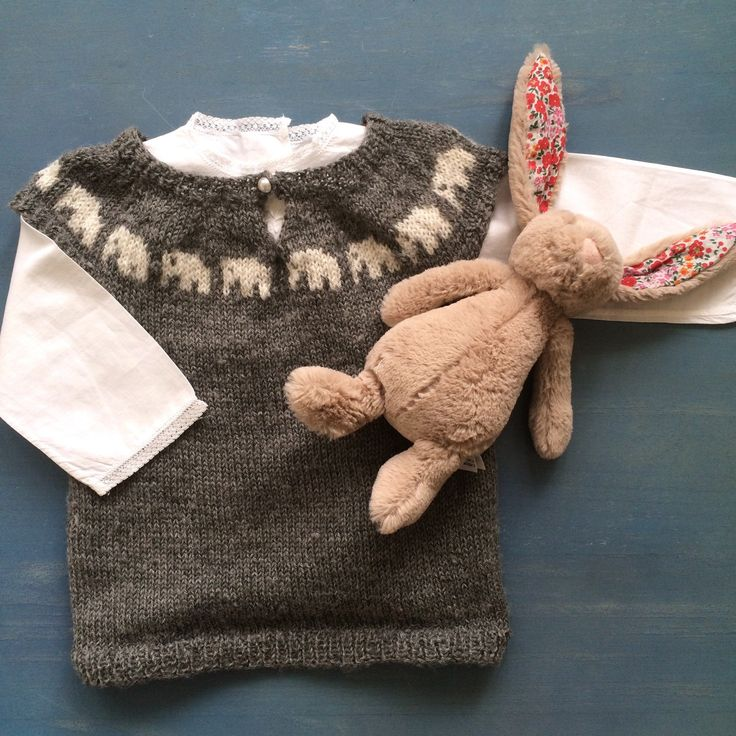 Another of my dear moms knitted creations styled with an adorable French vintage baby shirt💞