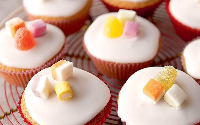 Fairy Cakes ~ simple cupcake recipe for children's parties | by Mary ...