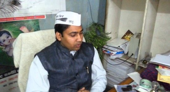 """On Thursday, Delhi police arrested Aam Aadmi Party MLA from Kondli, Manoj Kumar. Manoj Kumar has four FIRs against him and is being probed on the charges of cheating and forgery, instigating security forces and misbehaving with woman, according to reports. """"This is an old matter related to some land fraud, investigating officer is questioning Manoj Kumar as of now,""""...  Read More"""