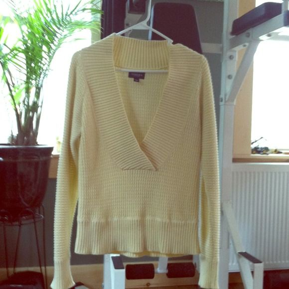 Summer sweater Soft yellow low v neck ribbed sweater Sonoma Sweaters