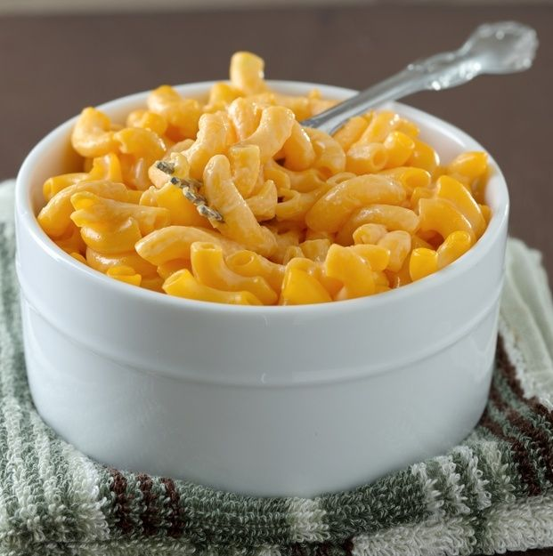 Copycat Kraft Mac n' Cheese | Every kid loves Kraft mac n' cheese. It's scientifically proven. Instead of shelling out money for chemical-laden macaroni and cheese, make this AMAZING copycat version instead! We're always a fan of copycat recipes and this one does not disappoint! | Work It, Mom!