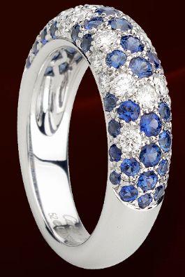 Anello in oro bianco, diamanti e zaffiri di Cartier