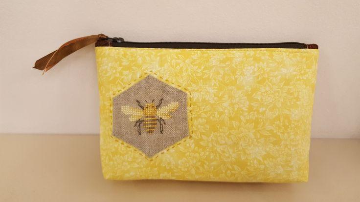 Méhecskés neszi
