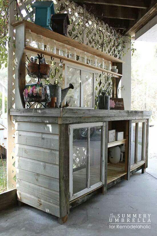 Cute potting station