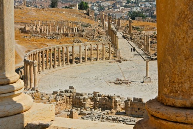 An Expansive View of Jerash, Jordan  | The Ancient Roman Ruins of Jersah www.greenglobaltravel.com