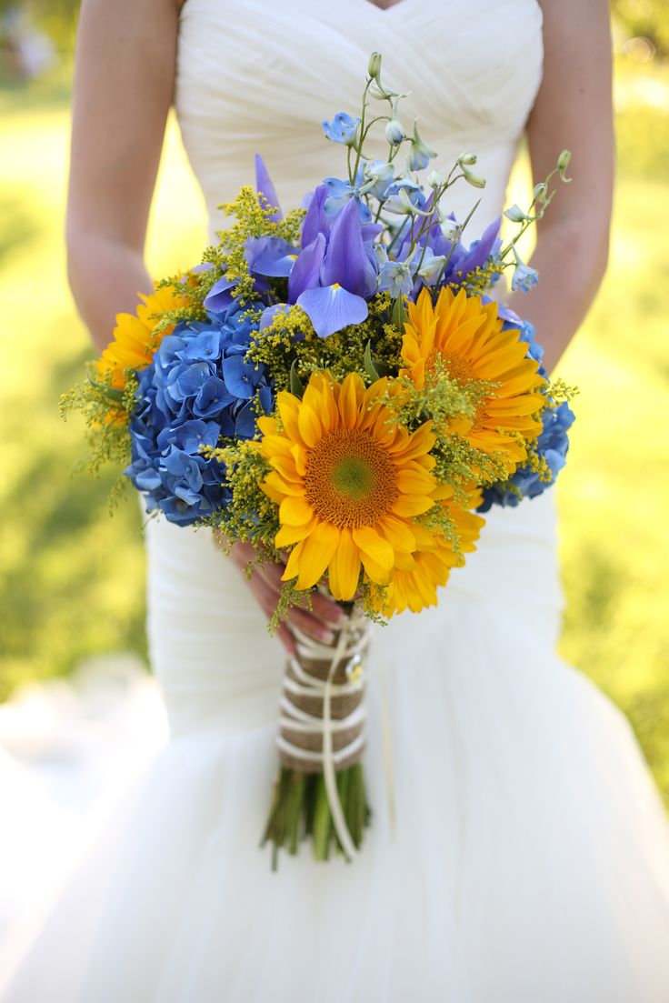 Sunflower Bridal Bouquet at Willow Creek Ranch in San Diego County floraldesignsbybethany.com