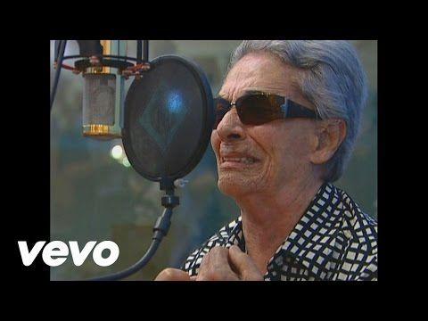 Chavela Vargas - Lila Downs le canta a Chavela Vargas ft. Lila Downs - YouTube