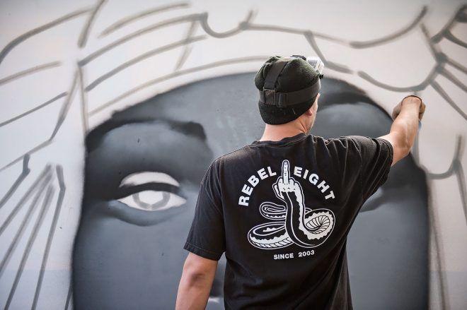 URBAN NATION @ LOLLAPALOOZA 2016  Tristan Eaton finishing up his canvas within the DREAMSCAPE pavilon #dreamscape #urbannationberlin #DEIH #LoraZombie #LUDO #SHOK1 #DOME #MarinaZumi #TristanEaton #curiot #moneyless #Urbannation #urbanart #streetart #art #berlin #museumberlin #streetartberlin #urbanartberlin #lollapalooza #lolla #lollaberlin #festival #music #summer #lollapalooza2016