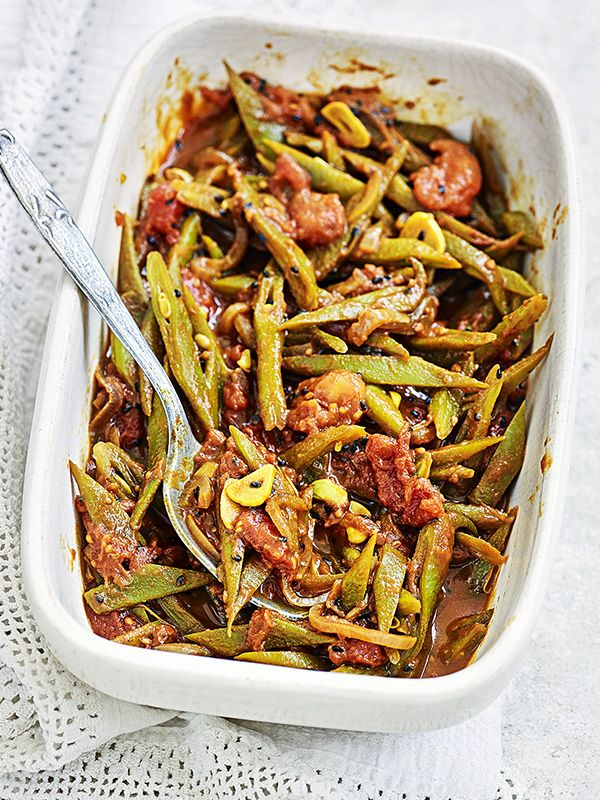 Runner beans with tomato and black onion seeds