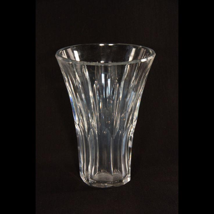 Jolie vase en cristal de Baccarat  fabriqué en France.