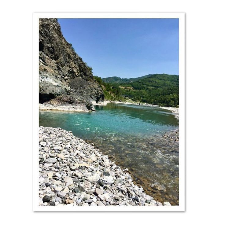 Shooting day #beautifulday #fashionstory #river #trebbia #greenwater #beautiful #editorial #tustyle #outfits #moda #2017 -->follow me on Instagram!