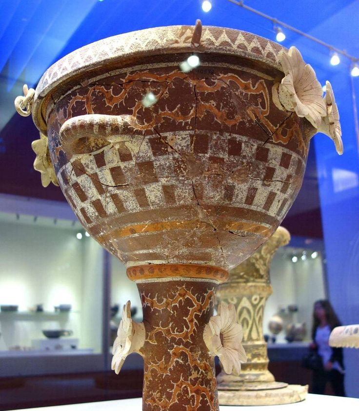 #vessel #pottery #patterned #minoan #mycenae #kamares #ware #krater with moulded flowers #crete 😇#archaeology #art #museum 😇🙆