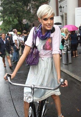 Agyness Deyn rides in a skirt © Stephen Lock/Rex Features - Bicycle chic - hit the cycle paths in style