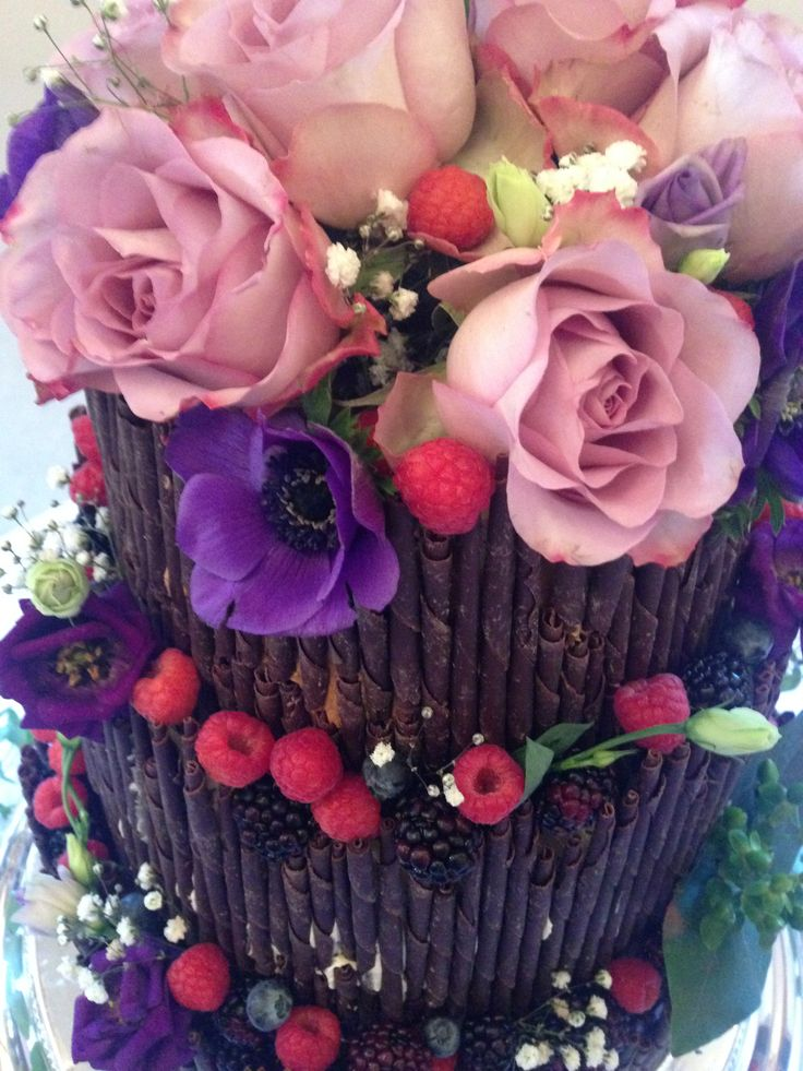 spring wedding cake detail - treacle&co