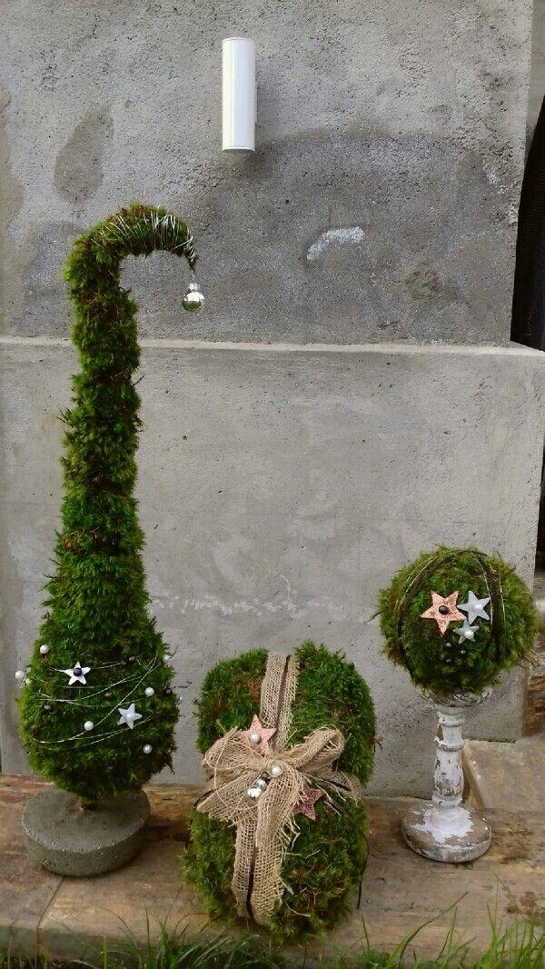 weihnachtsdeko aus moos wichtelmtze geschenkpackerl kugel diy weihnachtenmoossukkulentenweihnachtsdekorationdeko ideenbastelarbeitengarten advent - Weihnachtsdeko Garten Ideen