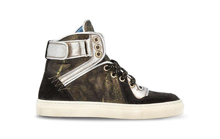Op zoek naar het allerleukste paar sneakers voor meisjes? De sneakers van Red Rag, 15306, zijn perfect. De te gekke zwart met groene kleur, het fijne design en dat allemaal van leer. Combineer deze sneaker leuk met haar favoriete broeken, rokjes en jurkjes. Het voetbed is uitneembaar.